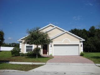 4 bed villa near Disney with pool, jacuzzi & wi-fi - Davenport vacation rentals