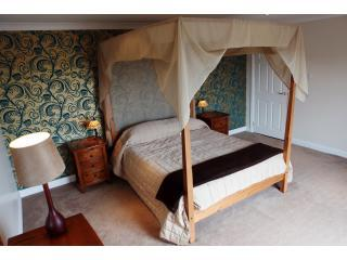 The Master Bedroom - The Hideaway Experience - Angus - rentals