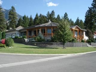 Fairmont Hot Springs 4bdrm Home...Private Pool! - Invermere vacation rentals