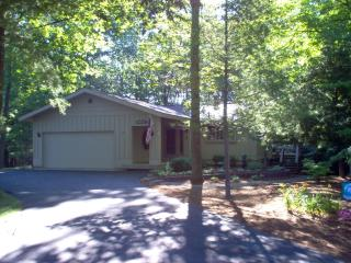 Leland Home With North Lake Leelanau Access; 500' - Leland vacation rentals