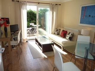 Bright sunny living room - Palm Tree Cottage: serviced property in Bracknell - Bracknell - rentals