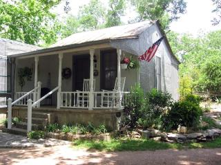 Sunday House in the Heart of Fredericksburg - Fredericksburg vacation rentals