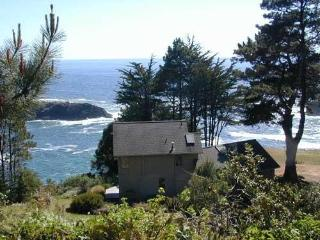Colby Reef Cottage - a delightful oceanfront - Mendocino vacation rentals
