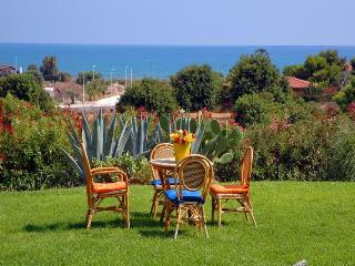 Holiday apartment in Villa with Sea View - Pozzallo vacation rentals