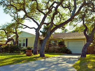 Heritage Oak Cottage - Quiet & Close To Everything - Rockport vacation rentals