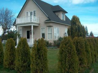 Lovely three bedroom home in downtown Port Angeles - Anchorage vacation rentals