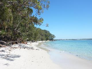 JERVIS BAY BEACH HOUSE, NSW, SOUTH COAST - Vincentia vacation rentals