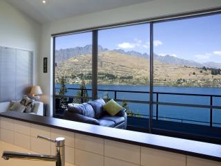 Queenstown Retreat - Luxurious with Stunning Views - Queenstown vacation rentals