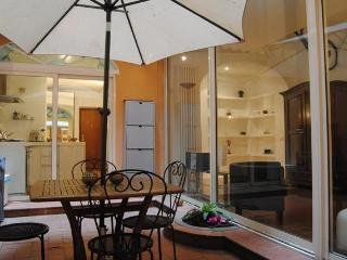 Colosseo Patio (WIFI) - Rome vacation rentals