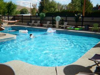Spacious 6 Bdrm Luxury in Lake Country, Kelowna! - Lake Country vacation rentals