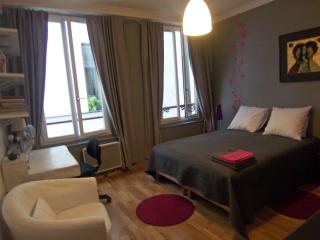 Maisonzen - furnished one bedroom - Bastille - 12th Arrondissement Reuilly vacation rentals