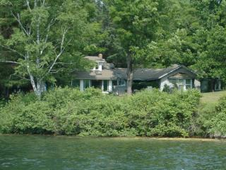 Selecuded getaway on Lake Fairlee, near Dartmouth - Fairlee vacation rentals