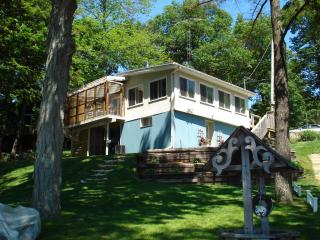 SUNSETBEACH COTTAGE,CROWE LAKE,SANDY BEACH,SUNSETS - Marmora vacation rentals