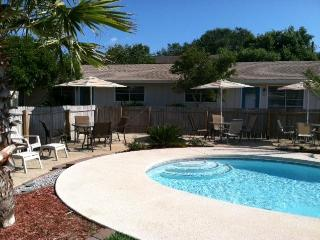 Coastal Breeze Cabanas (7bed/4bath, sleeps 15-23)! - Destin vacation rentals