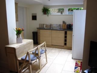 Kingston Road 3 bedroom Oxford city holiday home - Oxford vacation rentals