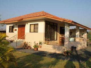 2 bedroom bungalow 20 km east of Chiang Mai - Chiang Mai vacation rentals