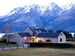 Queenstown Scenic Retreat - Lakefront Home. - Queenstown vacation rentals