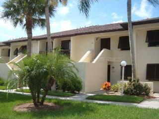 ELEGANT TKF 2/2 CONDO WITH GOLF COURSE VIEW - Sarasota vacation rentals