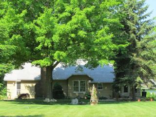 Key Cottage: a sweet home & Lake MI beach access - Coloma vacation rentals