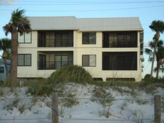 LIGHT, BRIGHT, SURE TO DELIGHT  Summer Special - Bradenton Beach vacation rentals