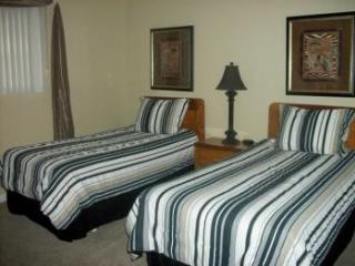 3 bedroom, 3 bathroom Racquet & Country Club Condo - Lake Ozark vacation rentals