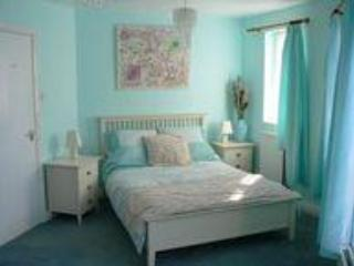 Master Bedroom with stunning views - 1 bedroom apartment in Beverley with Minster views - Beverley - rentals