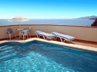 Romantic 2 bedroom villa near the beach + sea view - Maro vacation rentals
