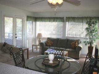 Awesome Vacation Condo ....Just steps to the beach!! - Myrtle Beach vacation rentals