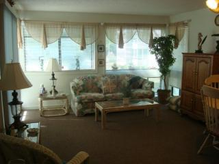 Awesome Vacation Condo... Just steps to the beach! (Arc_Duns_25_404) - Myrtle Beach vacation rentals