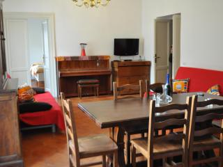 Brand new 4 bedroom apart sleeps 14 (Trastevere 6) - Rome vacation rentals
