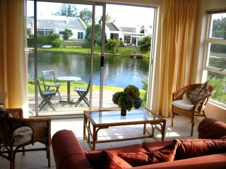 Peaceful waterside cottage for 2 in Marina da Gama - Cape Town vacation rentals