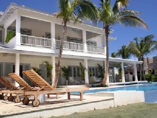 Magnificent lake & golf front villa by beach - Punta Cana vacation rentals