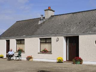 Porthole Cottage, Bushmills  AVAILABLE 12-19 JULY - Woodston vacation rentals