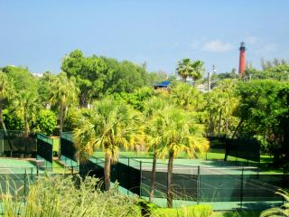 Beautifully Furnished 2/2 with Intracoastal Views! - Jupiter vacation rentals