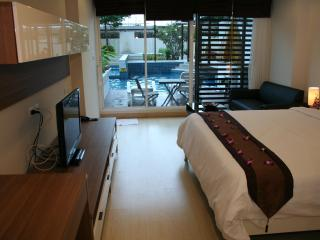 Lovely pool access studio- free maid service - Hua Hin vacation rentals