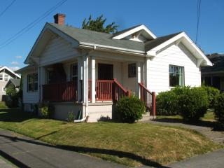 2 BD 1922 Bungalow in Vibrant SE Hawthorne area - Portland vacation rentals