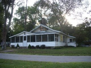 2 Bedroom Lake Front  Cottage with Boat Dock - Branson vacation rentals