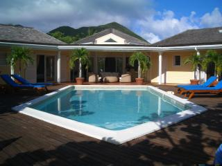 Villa beauty - only 2 minutes walk to orient beach - Orient Bay vacation rentals