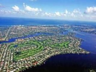 Tequesta Country Club on the Loxahatchee River - just minutes to the ocean and beach - Minutes to Beaches! - Country Club House with Pool - Jupiter - rentals