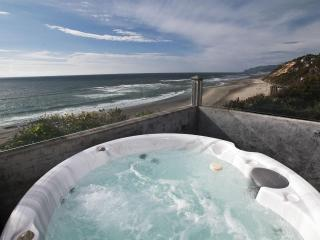 Pirates Lookout- Oceanfront w/ Hot Tub - Lincoln City vacation rentals