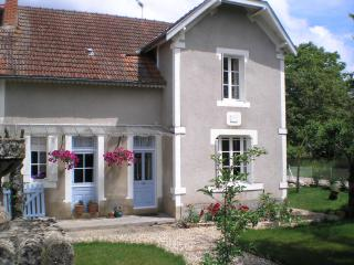 House sleeps 2-6 + pool near Lascaux painted caves - Montignac vacation rentals