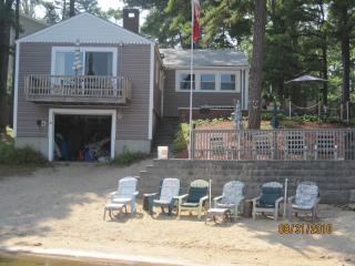 Private 100' waterfront, 4 BR Cottage sleeps 10 - Center Ossipee vacation rentals
