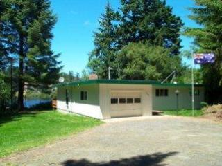 The Home is Nestled in the Trees of Saunders Lake - 2 Bedroom house on Saunders Lake in Oregon Dunes - North Bend - rentals