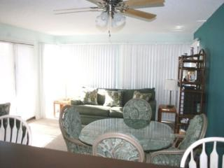 Awesome Vacation Condo ....by Main Pool and Just steps to the beach!! - Myrtle Beach vacation rentals