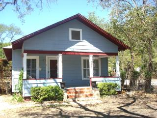 Quaint 2 Bedroom Cottage Blocks From Downtown - Kerrville vacation rentals
