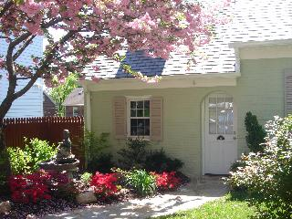 THE CHARMING COTTAGE OF ALEXANDRIA, VA - Virginia vacation rentals