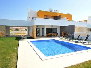 Luxury Villa in Galé with Private Heated Pool - Albufeira vacation rentals