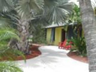Tommy's Beach Villa  Very Private Pool &  Hot Spa - Fort Myers Beach vacation rentals