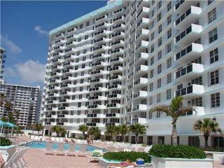 Beach Front apartment building  Hollywood, Florida - Hollywood vacation rentals