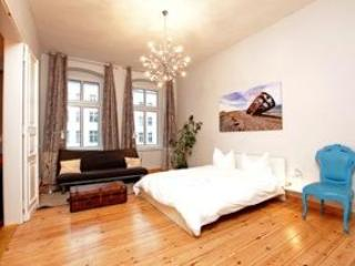 Mitten Drin; 4 bedroom apartment in Berlin centre - Image 1 - Berlin - rentals